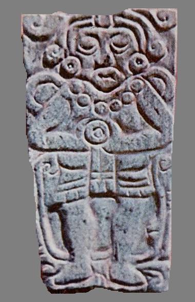 Placa de Jade descubierta por Jorge R. Acosta en el Altar Este en la Sala 2 del Palacio Quemado, Tula de Allende, Hidalgo.